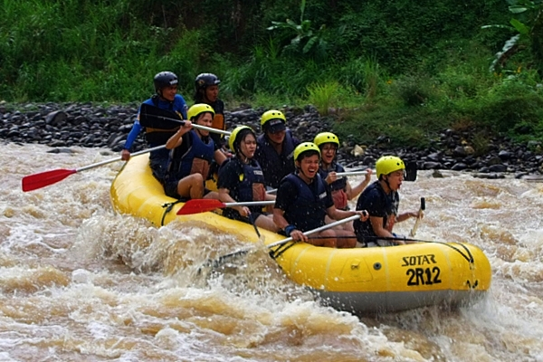 CDO Family rafting