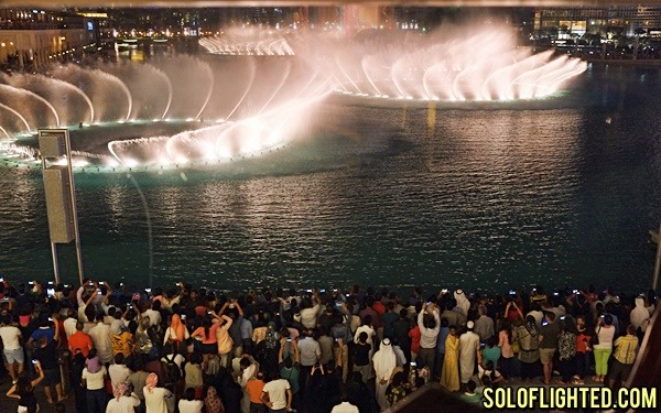 dubai lake fountain show
